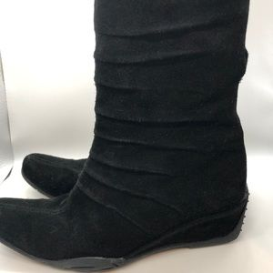 Piacci, 100% Italian suede ankle boots.
